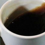 Расплескиванием кофе во время ходьбы