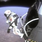 Феликс Баумгартнер выскакивает из капсулы в течение последнего пилотируемого полета на Red Bull Stratos в Розуэлле, Нью-Мексико, США, 14 октября 2012