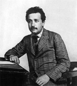 Эйнштейн на своем рабочем месте в Бернском патентном бюро. Фото сделано в год выхода знаменитой статьи «К электродинамике движущихся тел».