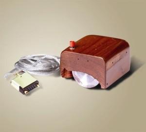 Прототип первой компьютерной мышки, которую создал Дуглас Энгельбарт