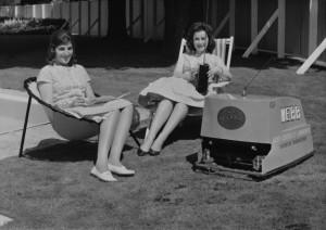 Первая газонокосилка с радиоуправлением