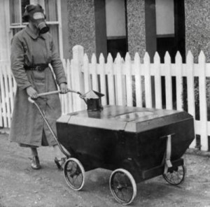 Детская коляска на случай газовой атаки (Англия, 1938)
