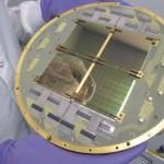 Фокальная плоскость радиотелескопа BICEP2, состоящего из 512 сверхпроводящих СВЧ- детекторов, разработанных и изготовленных в Лаборатории реактивного движения NASA . Фото NASA /JPL-Caltech с сайта www.jp l.nasa.gov