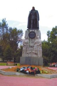 В Иркутске белые и красные помирились (памятник Колчаку). Но ждать пришлось долго.
