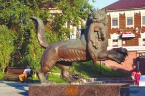 Бабр с соболем в зубах, геральдический зверь, символ Иркутска. Изначально бабр (якут.) — устаревшее название уссурийского тигра. Но какой-то чиновник переправил непонятное название на «бобр». И появился — как в песне: и не бык, не кабан и не тур — нечто напоминающее тигра, но с хвостом как у бобра и с перепонками между когтями