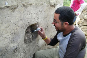 Закрепленный в стене храма человеческий череп Фото: Notimex