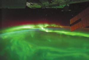 Фото полярного сияния из МКС (NASA)