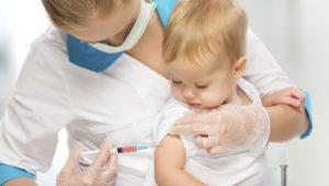 Вакцинация: какие прививки необходимы, а какие опасны
